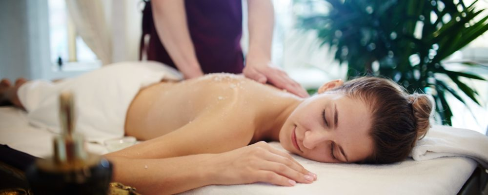 relaxing-massage-in-spa-4BXGS8X
